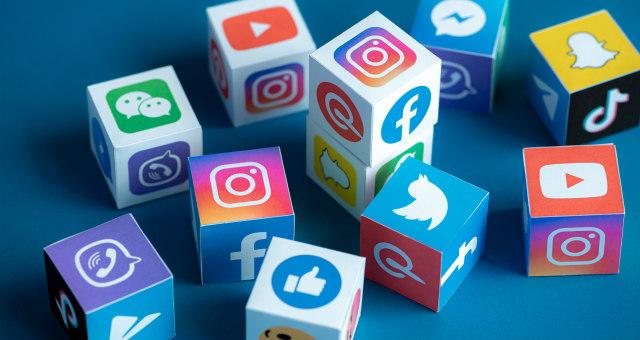 social media dice showing social media platforms